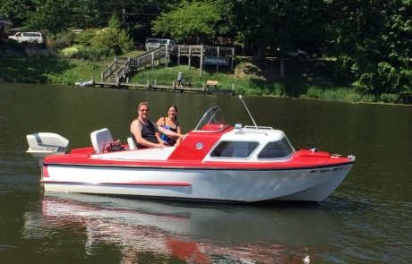 Fun on the Kalamazoo River on Retro Boat Dottie